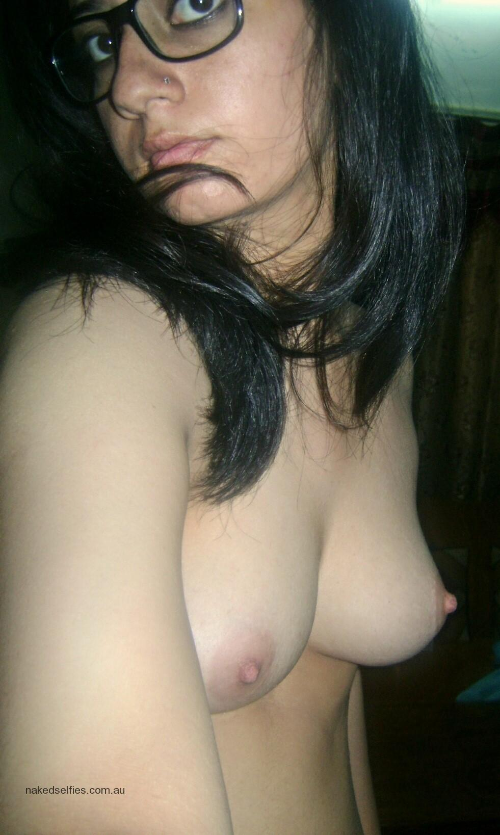 kashmiri My Naked Selfie